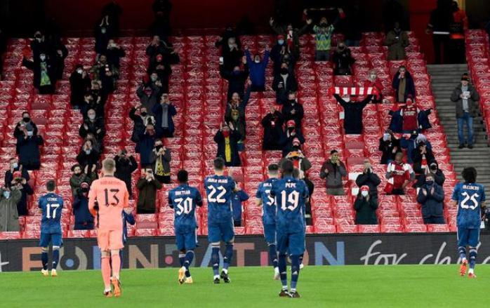 英超封锁令竣事 足球比赛最多4000球迷可入场